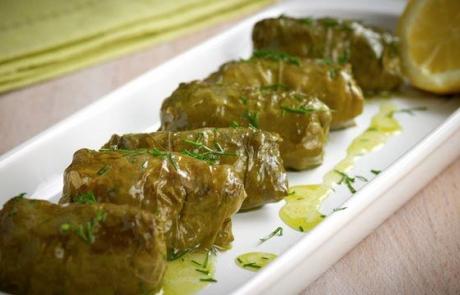 Plat typique : Feuilles de vigne farcies grecque au riz | DÉCOUVRIR LA GRÈCE